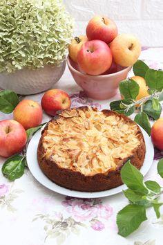 Es gibt nichts besseres als Apfel-Sandkuchen mit Mandeln, wie ihn schon meine Oma gebacken hatte. Mit Stücken süßer Apfelspalten und einem zarten und feinen Sandkuchenteig ist dieser klassischer Apfel-Sandkuchen mit Mandeln die Essenz der Einfachheit. Dieser Apfel-Sandkuchen mit...