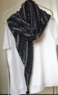 Scialle in lana alpaca grigio azzurro bianco triangolare