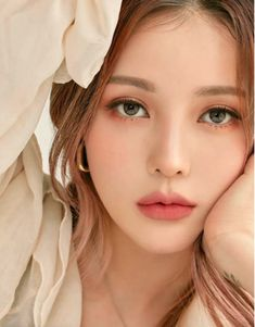 Korean Makeup 57862 The best fall 2019 makeup product launches and looks coming from Korea right now from brands like Etude House and Makeup Korean Style, Asian Makeup Looks, Korean Natural Makeup, Korean Eye Makeup, Fall Makeup Looks, Natural Makeup Looks, Korean Make Up Natural, Make Up Korean, Korean Makeup Products