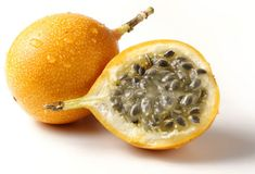 Wild Crafted Passion Fruit Seed oil ( Maracuja) : Organic Life Plus Fruit Cupcakes, Strange Fruit, Yellow Passion Fruit, Yellow Fruit, Passionfruit Recipes, Colombian Food, Peruvian Recipes, Sour Candy, Kitchens