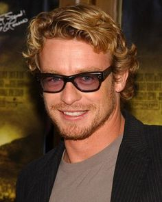Pictures & Photos of Simon Baker - IMDb