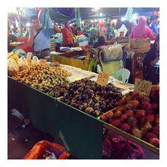 Instagram의 Seulki Kim님: #필라피노마켓 . . . 우리나라의 재래시장 . . 단연 최고는 #망고스틴 #1kg #15링깃  . . . 우리나라 돈으로는 4120원  . . 냉동 망고스틴과는 차원이 틀린맛 현지의