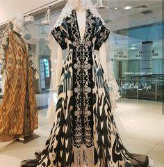 Камзолы Batik Fashion, Ethnic Fashion, Hijab Fashion, Fashion Outfits, Ethnic Dress, Boho Dress, Kaftan Style, Barong, Fancy Gowns