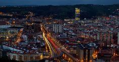 Bilbao en movimiento - Aquí tenemos una completa guía en cinco artículos sobre la Fotografía Nocturna de Larga Exposición de dzoom. Os dejo el link del primer paso, por si alguno se anima con esta técnica.  http://www.dzoom.org.es/fotografia-nocturna-de-larga-exposicion-primeros-pasos-y-equipo/  Y aquí una de mis fotos, tomada con una Canon 550D, trípode y disparador a ISO100, f/11 y con 20 segundos de exposición.