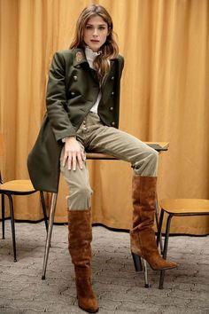Dondup Milan Fashion Show – Fall-Winter Pre-Collections – Vogue -… Vogue Fashion, Milan Fashion, Fashion Pants, Fashion Outfits, Womens Fashion, Fashion 2018, Fashion Skirts, Ladies Fashion, High Fashion