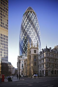 30 St Mary Axe, London, United Kingdom: The concept of Gherkin tower as it is usually called by the locals was developed by Norman Foster and Arup engineers, later the construction was carried out by Skanska and Hilson M 30 St Mary Axe, City Of London, London Blue, World Trade Center, Willis Tower, Cn Tower, Gherkin London, Sightseeing London, London Travel