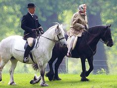 Queen Elizabeth Still Takes Her Morning Horse Ride – at Age 88 (Photo). Atta girl.
