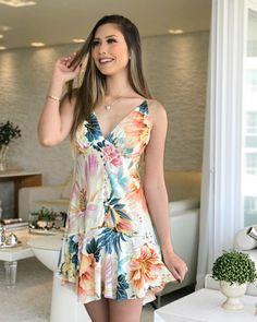 A imagem pode conter: 1 pessoa, em pé Casual Dresses, Short Dresses, Fashion Dresses, Prom Dresses, Summer Outfits, Girl Outfits, Cute Outfits, Summer Dresses, Mini Vestidos
