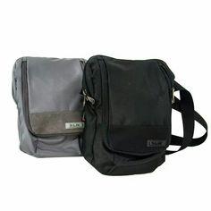 Bolso Manos libres SLIK Accesorios en Lona poliéster 100% con detalles en sintético, bolsillo principal con cierre y bolsillo sobre puesto en el frente con cierre. Aplique en PVC