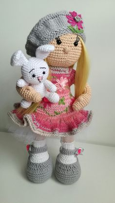 This Pin was discovered by 97 - Salvabrani Crochet Dollies, Crochet Doll Pattern, Crochet Bunny, Hand Crochet, Free Crochet, Crochet Patterns, Crochet Amigurumi, Amigurumi Doll, Crochet Toys
