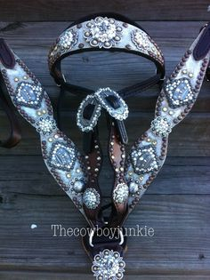 Cowboy Junkie tack set - copper and turquoise. Change the crown conchos Barrel Racing Saddles, Barrel Saddle, Barrel Racing Horses, Barrel Horse, Horse Saddles, Cowgirl And Horse, Western Horse Tack, My Horse, Horse Love