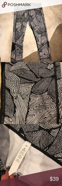 Lululemon Pace Rival Crop (everyone's favorite crop) black & white pattern pace rival crop. Great for cardio! Only worn a few times lululemon athletica Pants Ankle & Cropped