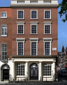 "Period Property UK - LINK to ""Do's and Don'ts of owning a Georgian Property"" Georgian Townhouse, Georgian Homes, London Townhouse, London Mansion, Georgian Windows, Street House, Town House, Building Development, Georgian Architecture"