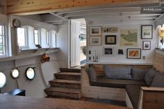 Vintage houseboat in Sausalito.a simple life afloat: floating homes Barge Interior, Interior Design, Sausalito Houseboat, Narrowboat Interiors, Houseboat Living, Houseboat Ideas, Living On A Boat, Floating House, Tiny House Movement