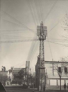 Torre de telefonos - Calle Odonnell esquina Menéndez y Pelayo. A la derecha se aprecia el antiguo parque de bomberos. Fundación Telefónica