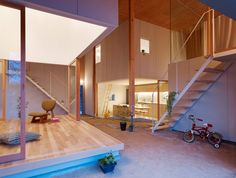 The living spaces in this house designed by Suppose Design Office in Higashihiroshima, Japan, are arranged around a dirt floor, which is a modern interpretation of a traditional doma. Japanese Architecture, Contemporary Architecture, Interior Architecture, Biophilic Architecture, Living At Home, Living Spaces, Living Room, Living Area, Traditional Japanese House