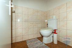 Nová cena: Rrekreačná chalupa pod Tatrami - Dovalovo :: TOP Reality Toilet, Nova, Litter Box, Flush Toilet, Powder Room, Powder Rooms, Toilet Room, Toilets, Bathrooms