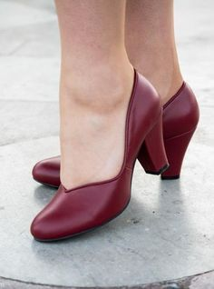 Vintage Style Shoes, Vintage Inspired Shoes Marilyn 1940s Pumps by Royal Vintage Red
