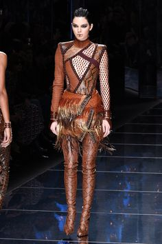 Photo of Kendall Debuted These Ultrasexy Balmain Snakeskin Boots on the Runway Kendall Jenner Acne, Kendall And Kylie Jenner, Snake Skin Dress, Snakeskin Boots, Ordinary Girls, Runway Fashion, Paris Fashion, Catwalk, Women Wear