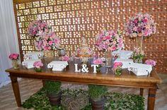 decoração de casamento mesa do bolo rustica