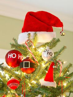 7 christmas theme ideas for your jolliest party ever santa claus christmas treechristmas - Santa Claus Christmas Tree Decorating Ideas