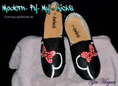 Hey, I found this really awesome Etsy listing at https://www.etsy.com/listing/171574469/custom-painted-minnie-mouse-shoes