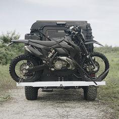 Land Rover Defender traveler transport.