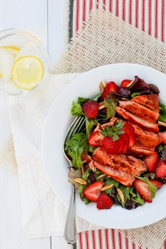 BIKINI FIT LUNCH: grilled/baked salmon salad with fresh strawberries.  Pair with a side of plain yogurt and a whole grain roll. A full meal less than 500 calories (500 calories is the standard meal size for healthy eating).
