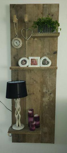 Wandbord gemaakt van oud steigerhout