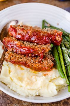 The meatloaf is so tender and juicy on the ins… Amazing homemade Meatloaf Recipe. The meatloaf is so tender and juicy on the inside with a sweet and tangy sauce that glazes the meatloaf and adds so much flavor! Best Easy Meatloaf Recipe, Homemade Meatloaf, Classic Meatloaf Recipe, How To Cook Meatloaf, Meat Loaf Recipe Easy, Best Meatloaf, Meat Recipes, Cooking Recipes, One Pound Meatloaf Recipe