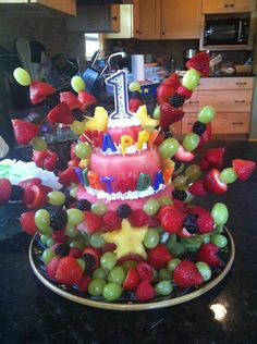 we made this cake out of fruit for G's first birthday. Shortly after we found out about his allergies to milk, egg, peanuts and tree nuts. It was a great alternative and perfect for a hot august birthday! Healthy Birthday Cake Alternatives, Healthy Birthday Cakes, Fruit Birthday Cake, Healthy Cake, Cakes To Make, How To Make Cake, Cake Made Of Fruit, Fresh Fruit Cake, Fruit Cakes
