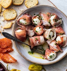 Prosciutto-Wrapped Mozzarella Balls – Famous Last Words Italian Appetizers, Finger Food Appetizers, Finger Foods, Appetizer Recipes, Cold Appetizers, Prosciutto Appetizer, Antipasto, Cannoli, Clean Eating Snacks