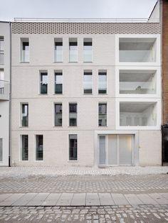- dmvA Architecten - gevel terrassen inpandig wit compositie dakrand claustra baksteen