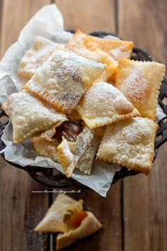 Ravioli, Crostoli Recipe, Carnival Food, Italian Pastries, Biscotti Cookies, Best Italian Recipes, Mini Desserts, Something Sweet, Sugar And Spice