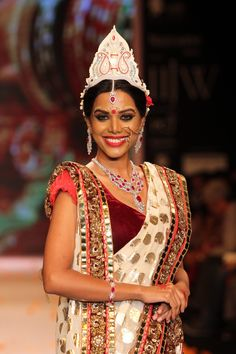 The Bengali bride also featured in the show with a model replicating the look on the runway for Swarovski at the Indian International Jewellery Week 2014. #Style #Fashion #Beauty #IIJW