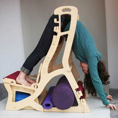 Antigravity Chair:  flat pack yoga chair by Lindsay Simone Nevard, via Behance
