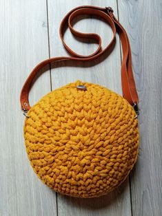 Ocher (yellow) bag for the summer, perfect for every girl. Yarn Bag, Summer Trends, Every Girl, My Bags, Real Leather, Saddle Bags, Straw Bag, To My Daughter, Yellow