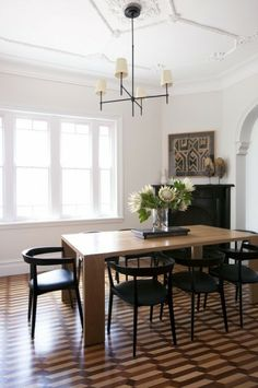 brendan wong This historic family home was transformed from two to three levels, accommodating casual to sophisticated living. Full decoration services including furnishing, household setup and artwork consultancy.