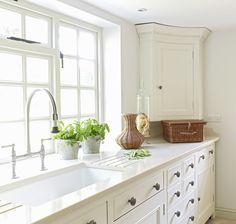White on white kitchen Kitchen Sale, Diy Kitchen, Kitchen Interior, Kitchen Design, Kitchen Ideas, Kitchen Inspiration, Interior Inspiration, Beautiful Kitchens, Cool Kitchens