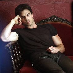 New shot of Ian Somerhalder from The Vampire Diaries' fifth season. Hot, hot, hot!