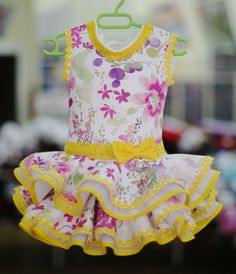 Vestido de flamenca hecho a mano Little Girl Dresses, Girls Dresses, Casual T Shirt Dress, Frock Design, Western Dresses, Cute Outfits For Kids, Girl Doll Clothes, Kind Mode, Swing Dress