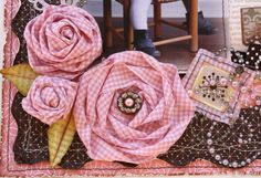Such a Pretty Mess: Twisted Fabric Blooms (Tutorial) Making Fabric Flowers, Cloth Flowers, Fabric Roses, Fabric Ribbon, Lace Flowers, Flower Making, Ribbon Flower, Ribbon Hair, Flower Fabric