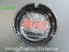 Cinzeiro de pocelana preto com estampa do AC/DC R$ 30,00