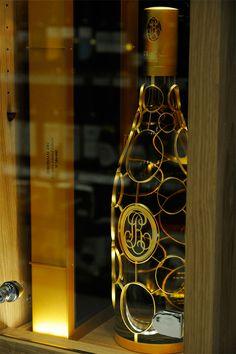 Συλλεκτική σαμπάνια Louis Roederer Cristal 3 λίτρων #FloraSuperMarkets #Mykonos #champagne #LouisRoederer Louis Roederer Cristal, Liquor Store, Wine And Spirits, Mykonos, Flora, Bottle, Products, Decor, Swimming Pool Designs