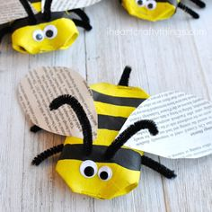 This awesome recycled bee craft is a cute insect craft, Earth Day Craft, fun spring kids craft, cool recycled kids craft and cardboard roll craft for kids.