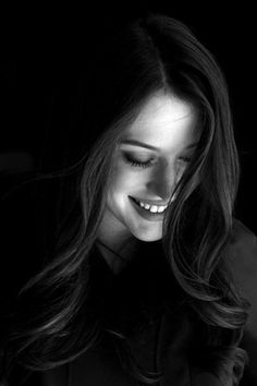 Black and White Photography Portrait of Kat Dennings by Beth Herzhaft Portrait Photography Poses, Photography Poses Women, Photo Portrait, Female Portrait, Smiling Photography, Human Photography, Heart Photography, Candid Photography, Perfect Smile