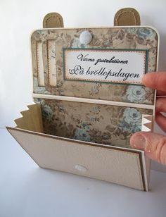 Tutorial: Walletcard    Idag ska jag visa hur man gör ett plånbokskort .  Designen på kortet är superlätt att variera.  Jag har valt att ida...