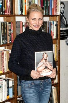 Cameron Diaz: I Like the Way I Look Now Better!: Photo Cameron Diaz is all smiles while promoting her new book The Body Book: The Law of Hunger, the Science of Strength, and Other Ways to Love Your Amazing Body at Book… Cameron Diaz Hair, The Body Book, She Movie, Wonderwall, All Smiles, Nice Body, Sweater Weather, Fashion Pictures, New Books