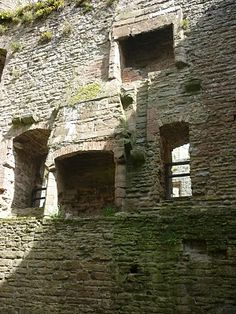 Mary Tudor: Renaissance Queen: Ludlow Castle - Detail of the western apartments that may have been used by Mary. Here are remains of a grand fireplace.