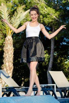 Fusta clos scurta neagra Skater Skirt, Ballet Skirt, Instagram Posts, Skirts, Fashion, Moda, Tutu, Fashion Styles, Skirt